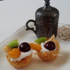 Kadayıf sepetinde meyve bayram tatlısı