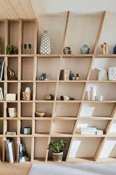 Trendy Decor Home Bedroom Shelves Home Decor Shelves, Shelves In Bedroom, Diy Furniture, Furniture Design, Bedroom Furniture, Diy Regal, Salon Interior Design, Design Salon, Deco Design