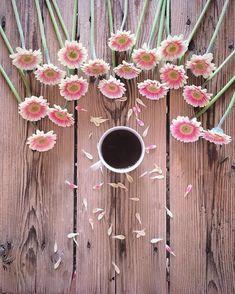 Xinst che questa giornata fosse meno dura e impegnativa Happy Coffee, I Love Coffee, Coffee Break, My Coffee, Morning Coffee, Decaf Coffee, Coffee Cafe, Coffee Drinks, Coffee Flower