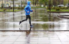 Prin ploaie în pași alergători