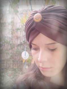 "Turbante ""Lady Rose"", color marrón con aplique en tostado y dorado. http://sondemar.tictail.com/products/turbantes"