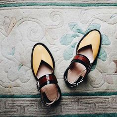 GiftHerShoes offers a wide selection of trendy fashion style women's shoes, clothing. Affordable prices on new shoes, tops, dresses, outerwear and more. Low Heel Sandals, Flat Sandals, Flats, Flat Shoes, Women's Shoes, Casual Heels, Casual Sneakers, Block Sandals, Strap Heels
