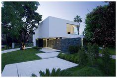 Modern Design Inspiration: 8 Exterior Entryways