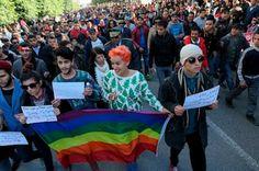Torturas, destierro y examen anal. La represión contra los homosexuales aumenta en Túnez. Meses después de la legalización de la primera asociación de defensa de los derechos LGTB. Rosa Meneses | El Mundo, 2016-01-19 http://www.elmundo.es/internacional/2016/01/19/569ce5f2e2704e29388b4691.html