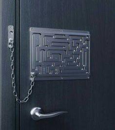 door lock / дверной замок – для осторожных хозяев и терпеливых гостей