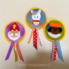 sint broches van vilt Diy For Kids, Crafts For Kids, Felt Crafts, Diy Crafts, Felt Pincushions, Zipper Crafts, Saint Nicolas, Easy Easter Crafts, Roseville Pottery