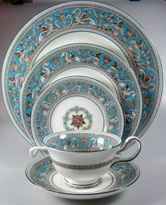 Wedgwood Florentine Turquoise, floral Center W2714 PLACE SETTING - green backsta