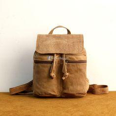 Brown Leather Backpack Drawstring Backpack Material: Leather Color: Brown Size: cm Gender: Unisex Related leather backpacks:Leather Backpack For Laptop Vintage Backpacks, Girl Backpacks, Backpack Bags, Drawstring Backpack, Brown Leather Backpack, Leather Bags, Fashion Bags, Male Fashion, Best Bags