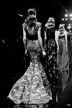 Black and white fashion show shot that reminds me of old Hollywood!