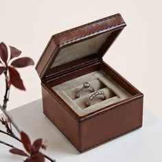 We're in love with the sophisticated design of this leather wedding ring box from Life of Riley