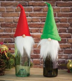 These holiday wine bottle top gnomes are the perfect DIY holiday gift for the wine lover in your life! | Holiday presents for mom | Wine presents
