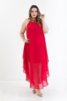 All eyes will be on you in the Chase Me Chiffon Halter Dress! This elegant maxi features a hanky hemline, gold statement necklace, two button closure, flowy fabric, and short slip. Add some stilletos Look Plus Size, Curvy Plus Size, Plus Size Dresses, Plus Size Outfits, Modelos Plus Size, Formal Wear, Plus Size Fashion, Evening Dresses, Party Dress