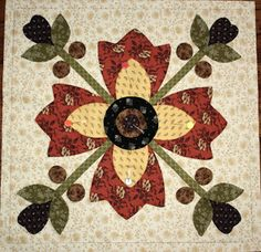 Flower applique with 4 petals, 4 buds --from http://fatesdesigns.blogspot.com/2012/12/in-between-decking-halls.html