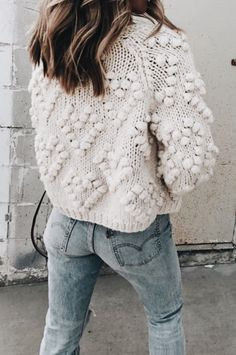 Cute textured sweater with trendy blue jeans. Look Fashion, Fashion Models, Fashion Trends, Fall Fashion, 90s Fashion, Looks Style, Style Me, Streetwear, Mode Shoes