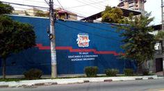Logo pintado em fachada de colégio Padre Moye