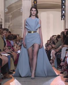 Elie Saab Look Autumn Winter Couture Collection : Elegant Steal Blue Evening Mini Dress / Short Dress with Open Shoulders and a Train. Runway Show by Elie Saab Glamorous Dresses, Elegant Dresses, Pretty Dresses, Beautiful Dresses, Dresses Dresses, Formal Dresses, Wedding Dresses, Elie Saab, Couture Fashion