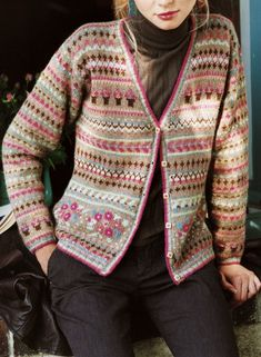 Un cardigan en jacquard pour femme / Knitted cardigan for woman, jacquard Knitting Daily, Knitting Stiches, Knitting Blogs, Knitting For Beginners, Knitting Designs, Punto Fair Isle, Motif Fair Isle, Fair Isle Pattern, Norwegian Knitting