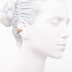 'Elegancy in White' Ear Cuff Clover Collection #leifoojewelry #jewelry #jewelryinspirations #fashionphotography #fashionblogger #catwalkavenuebyandrea #PhotographybyMichaelaVallachova #Artistic #awesomework #Geisha #earcuff