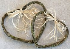 Ways with Willow Hearts Paper Weaving, Weaving Art, Willow Weaving, Basket Weaving, Back Garden Games, Weaving Projects, Craft Projects, Craft Ideas, Hobbies And Crafts