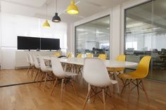 Moos Refreshed London Offices with Herman miller Eames chaies