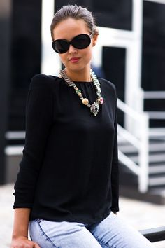 chunky necklace, hair in bun. this is what i should be rocking at the workplace