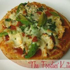 Chicken And Avocado Pizza (via www.foodily.com/r/zys2daHeJ)
