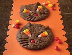 Black Cat Cookies Chocolate cookies that make a cute, fun Halloween dessert. The candy corn eyes take on a unique look when baked. Adorable for a Halloween party! Halloween Desserts, Halloween Cookies, Holidays Halloween, Halloween Treats, Happy Halloween, Halloween Party, Halloween Foods, Halloween Dishes, Halloween Magic