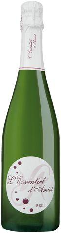 Veuve Amiot Saumur L'Esssentiel d'Amiot. Un vin aux bulles fines et un nez à tendance exotique qui révèle des arômes d'ananas et de mangue.  Cépages : Veuve AMIOT L'Essentiel est issu de l'assemblage de 2 cépages : Chenin et Chardonnay.