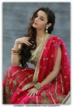 This beautiful Sabyasachi Mukherjee lengha www.amouraffairs.in Indian Bride Lehenga gold border zari zardozi wedding, bridal, bride, lehenga, gorgeous, elaborate, wow, pink, golden details, hairstyle, pretty