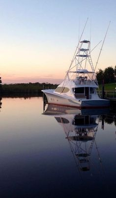 Fishing boat, a 50 ft. cruiser, docked on inland calm waters after another successful day on the ocean, deep sea fishing. Fishing Yachts, Sport Fishing Boats, Fishing Rigs, Fly Fishing, Fishing Charters, Sport Boats, Wood Boat Plans, Boat Building Plans, Hatteras Yachts