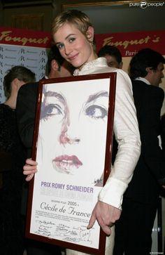 Cécile de France reçoit le Prix Romy Schneider à Paris en mars 2005.