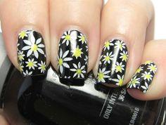 Daisy nails- so cute! Daisy Nail Art, Daisy Nails, Get Nails, Hair And Nails, Crazy Nails, Hot Hair Styles, Black Nails, Nail Arts, Nail Inspo