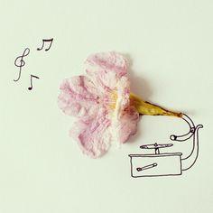 Una graffetta si trasforma in una tromba, un fiore completa un grammofono, due spicchi di mandarino diventano polmoni. Nelle illustrazioni dell'artista ecuadoriano Javier Perez Estrella, raccolte sul profilo Instagram/Cinascotch, oggetti comuni, cibi o fiori entrano a far parte dei disegni e regalan