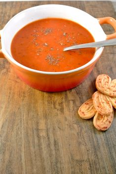 geroosterde paprika soep    Roasted pepper soup :) Roasted Pepper Soup, Stuffed Pepper Soup, Stuffed Peppers, Soup Recipes, Cooking Recipes, Lunch Restaurants, Asian Recipes, Healthy Recipes, Paleo Soup