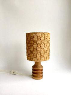 Mid Century Lampe Tischlampe Vintage Lampe Holz Mid Century Lighting, Night Lamps, Rattan, Light Bulb, Table Lamp, Interior, Rugs, Home Decor, Accessories