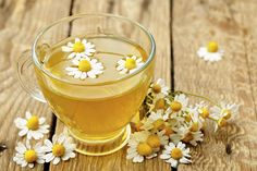 How to stop sneezing fits? How to stop sneezing attack? How to stop sneezing? Stop allergy sneezing attack. Chamomile Tea Benefits, Grog, Remedies For Menstrual Cramps, Bleached Hair, Natural Home Remedies, Detox Tea, Tea Recipes, Healthy Recipes, Strawberries