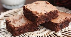 The best recipe for brownies, rich and delicious with a crunchy top and soft interior. The best part is when you feel the melted chopped chocolate . Best Brownie Recipe, Brownie Recipes, Double Chocolate Brownies, Espresso Powder, Best Brownies, Espresso Coffee, Chocolate Flavors, Baking Pans, Ham