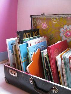 gamla resväska återvunna till lagring-of-böcker