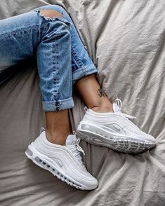 35 Best Nike Sneakers Of 2019 35 Best Nike Sneakers Of 2019 that have to be in your wardrobe this season. AIR MAX Nike Air Max 270 and Air Vapormax Plus Moda Sneakers, Sneakers Mode, White Sneakers, Sneakers Fashion, Fashion Shoes, Shoes Sneakers, Emo Fashion, Casual Sneakers, Converse Shoes