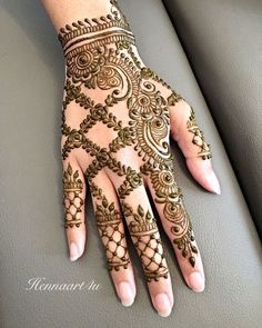 Unique & Simple Mehndi Henna Design Ideas For Hands With Images Latest Henna Designs, Back Hand Mehndi Designs, Mehndi Designs 2018, Mehndi Designs For Girls, Mehndi Designs For Beginners, Dulhan Mehndi Designs, Wedding Mehndi Designs, Unique Mehndi Designs, Mehndi Designs For Fingers