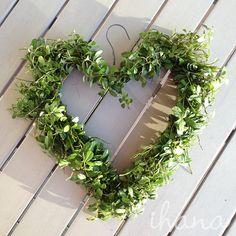 Ihana: 2016 Christmas Swags, Christmas Time, Christmas Decorations, How To Make Wreaths, Door Wreaths, Natural Materials, Handicraft, Greenery, Diy Home Decor