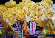 Movie Theater Popcorn = The Best Kind Of Popcorn! Popcorn Wie Im Kino, Movie Theater Snacks, Movie Popcorn, Pop Popcorn, Bacon Popcorn, Dont Forget To Smile, Don't Forget, Good Food, Yummy Food