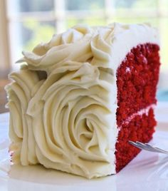 Even though I don't love red velvet cake. I do LOVE this idea for a winter wedding. Red velvet wedding cake w/ white rosettes. Maybe Beck has another idea that wouldn't be red velvet cake but that still had a xmas theme to it? Velvet Cake, Red Velvet Wedding Cake, Red Wedding, Wedding Ideas, Perfect Wedding, Wedding Decorations, Velvet Cupcakes, Magical Wedding, Floral Wedding