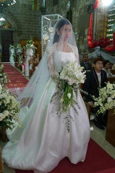 Lovely stunning wedding dress ♥ Bride Dresses, Girls Dresses, Flower Girl Dresses, Wedding Dresses, Dream Wedding, Flowers, Fashion, Dresses Of Girls, Moda