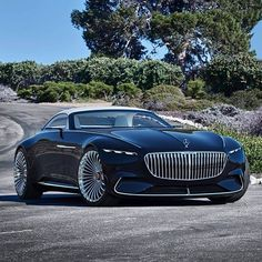The sensational luxury-class cabriolet from Mercedes-Benz made its presence for the first time at the Pebble Beach Concours d'Elegance. Dubbed Mercedes-Maybach 6 Cabriolet, the car is the n. Mercedes Benz Maybach, New Mercedes, Maybach Car, Moto Ducati, Bugatti Cars, Lamborghini, Pebble Beach, Bmw, Convertible