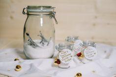 selbstgemachter Vanillezucker mit echten Vanilleschoten - ein perfektes Geschenk aus der Küche für Weihnachten ( DIY hausgemacht ) - perfekt für Vanillekipferl ! <3