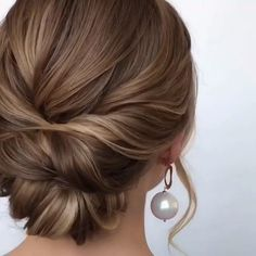 Updo with Fringe Bangs - 60 Easy Updo Hairstyles for Medium Length Hair in 2019 - The Trending Hairstyle Updo Hairstyles Tutorials, Chic Hairstyles, Vintage Hairstyles, Short Hair Bride Hairstyles, Updos For Fine Hair, Mother Of The Bride Hairstyles, Updo For Long Hair, Short Hair Wedding Updo, Simple Wedding Updo