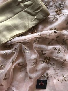 Rich embroidered organza saree comes with foil printed blouse pc as shown Kurti Embroidery Design, Embroidery Saree, New Embroidery Designs, Organza Saree, Silk Organza, Sarees For Girls, Peach Saree, Saree Floral, Bollywood Designer Sarees