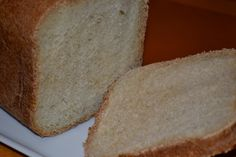 Recipe for basic white bread in a bread machine! Taste great and very easy, only 5 minutes of your time. Doesn't require bread flour, you just use all-purpose flour. White Bread Machine Recipes, Best Bread Machine, Artisan Bread Recipes, Bread Maker Recipes, Baking Recipes, Grill Recipes, Baking Ideas, Beef Recipes, Basic White Bread Recipe