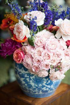 Modern floral arrangement in a blue-and-white porcelain vase | Photo by Ryan Graham | Floral design by Fleur le Cordeur